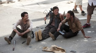 The-Walking-dead-saison-6-le-tournage-reprend-e1430120250941-640x357
