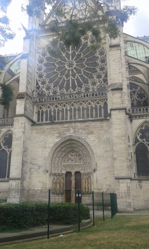 Façade de la Basilique Saint-Denis à Paris