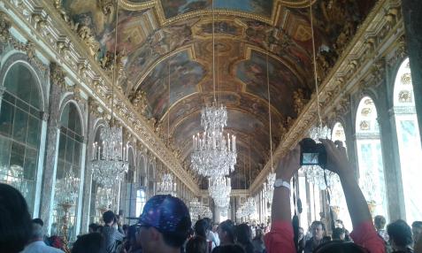 Plafond de la galerie des Glaces de Versailles