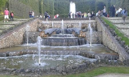 Trois fontaines du jardin de Versailles